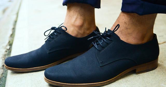 """Đi giày mà không đi tất thì đang là """"mốt"""" đấy, nhưng đằng sau có muôn vàn căn bệnh đang chực chờ bạn"""